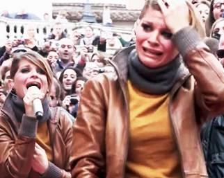 Ale Amoroso, lacrime di gioia per i fan