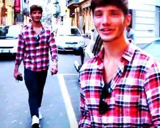 Stefano De Martino, passeggiata con torta e amici
