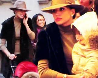 Claudia Galanti, con Arnaud e Liam a Milano