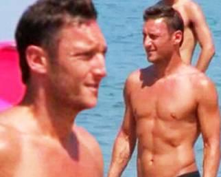 Francesco Totti, super 'tato' in spiaggia