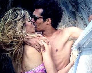 Elena Santarelli, baci capresi