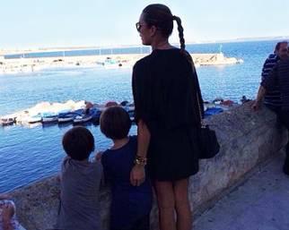 Alena Seredova guarda avanti insieme ai figli