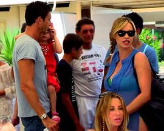 Anna Falchi, a Milano Marittima famiglia allargata