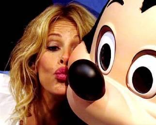 Alessia Marcuzzi gioca a fare Minnie