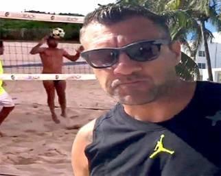 Bobo Vieri e Stefano Bettarini, a Miami pazzi del footvolley
