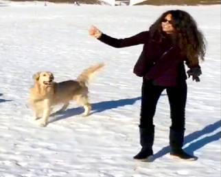Afef a St. Moritz con la famiglia e i cani