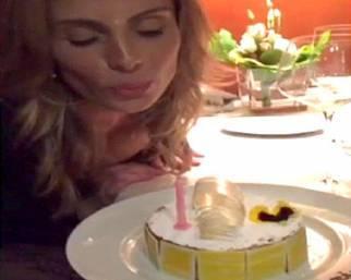 Wilma spegne le candeline e Facchinetti la bacia