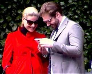 Michelle e Tomaso teneri in attesa della loro bambina
