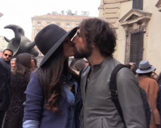 Giorgia Palmas e Vittorio Brumotti belli e innamorati alle sfilate