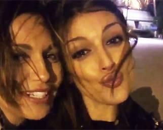Cristina Buccino e Debora Salvalaggio a Parigi