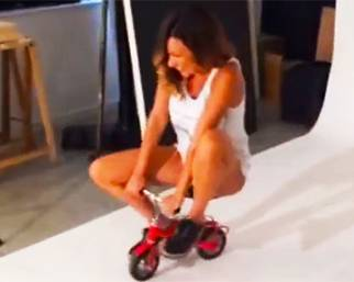 Melita Toniolo torna bambina sul set dello shooting