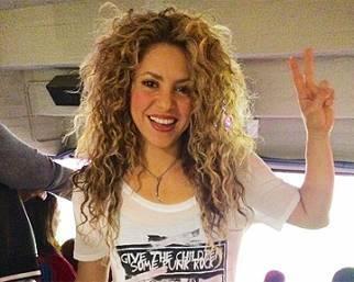 Shakira e Piqu� fanno flyboard al mare