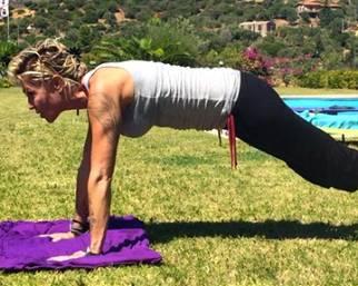 Paola Barale, vacanze da single 'in forma'