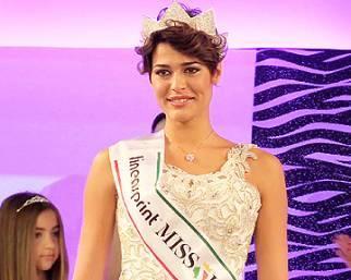 Miss Italia, Alice Sabatini sfila in abito da sposa