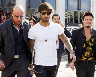 Fabrizio Corona mondano a Roma fugge dai paparazzi