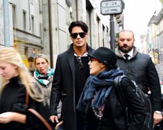 Gabriel fa shopping a Milano con un'amica