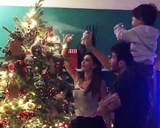Belen, Stefano e Santiago fanno l'albero di Natale