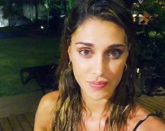 Belen Rodriguez, un bacio da Mauritius
