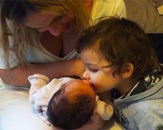 Francesco Facchinetti, il piccolo Leo bacia Liv