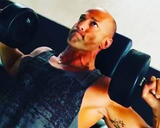Stefano Bettarini, adone tutto muscoli