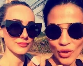 Francesca Lodo con Cristel Carrisi in Thailandia