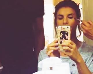 Elisabetta Canalis, durante lo shooting si 'gioca'
