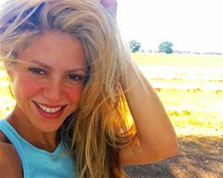 Shakira: 'Che bisogna fare per regalarsi un selfie!'