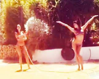Belen e Cecilia, balli sensuali e giochi d'acqua ad Ibiza