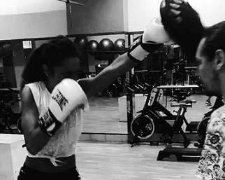 Raffaella Fico si allena con la boxe