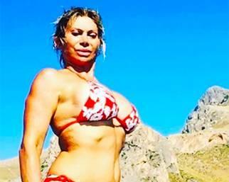 Carmen Russo, esplosiva a Favignana