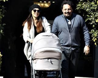 Enrico Brignano e Flora Canto tornano a casa con Martina