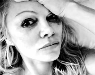Pamela Anderson piange per Hugh Hefner