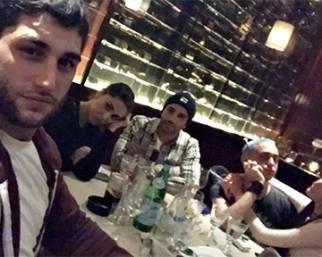 Belen scatenata a cena con Iannone
