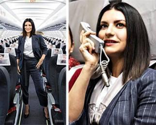 Laura Pausini presenta il nuovo album sull'aereo