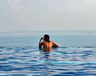 Aida Yespica, vacanze infinite con Geppi