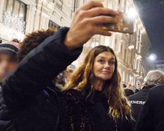 La mamma di Belen regina di selfie