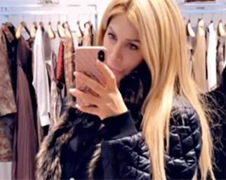 Paola Caruso fa shopping a Milano