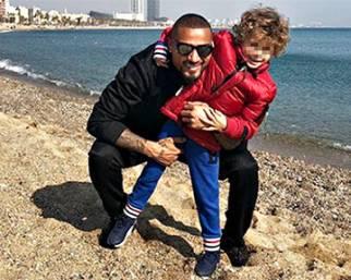 Boateng con il figlio a Barcellona