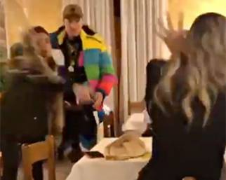 La moglie di Francesco Facchinetti tira un bicchiere contro Laura Cremaschi