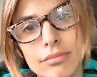 La Canalis si sente brutta con gli occhiali