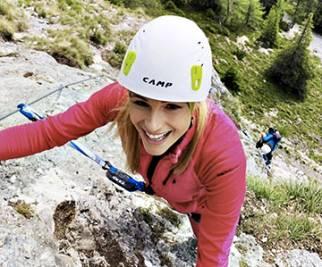 Michelle Hunziker e Serena Autieri tra scalate e Nordic Walking