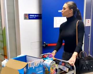 Belen e Cecilia, tanti regali per i bambini in ospedale!