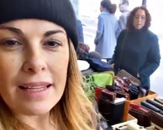Vanessa Incontrada lavora alla bancarella del padre