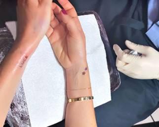 Alessia Marcuzzi, primo tatuaggio a 47 anni