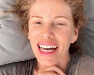 Alessia Marcuzzi mostra rughe e macchie sul viso
