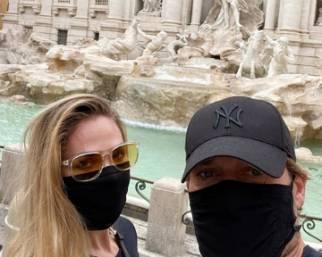 Ilary Blasi e Francesco Totti turisti a Roma in incognito