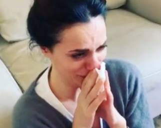 Rossella Brescia piange a dirotto davanti la tv