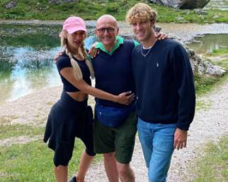 Alfonso Signorini in vacanza con Clizia Incorvaia e Paolo Ciavarro