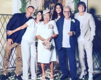 Laura Pausini festeggia le nozze d'oro dei genitori