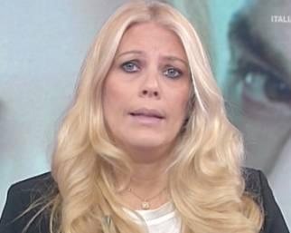 Eleonora Daniele con le lacrime agli occhi dopo l'attacco di Fedez
